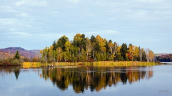 photo of the fall reflections on the lake